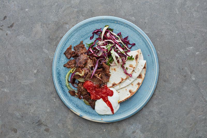 Kebab med kronhjortskav och gräddfil